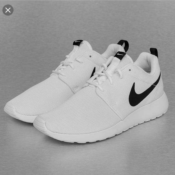 Nike Shoes | Nike Roshe White And Black